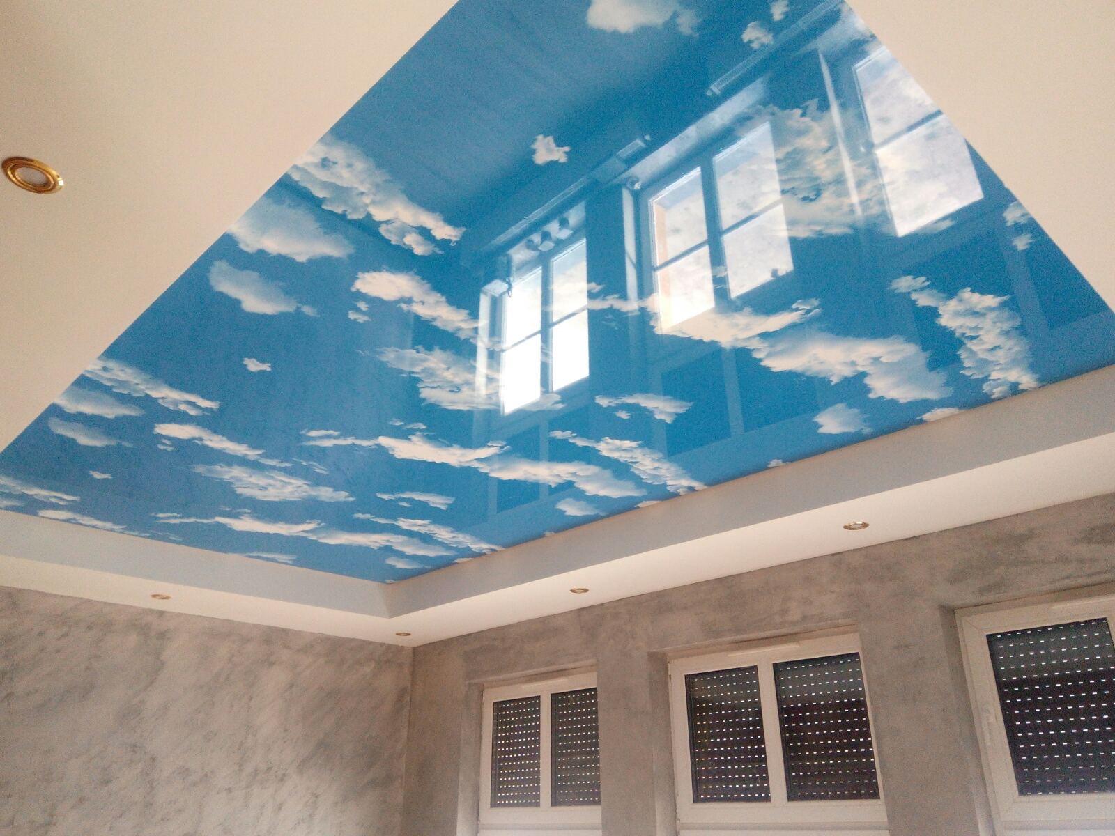 sufity napinane nadruk połysk niebo na suficie chmurki